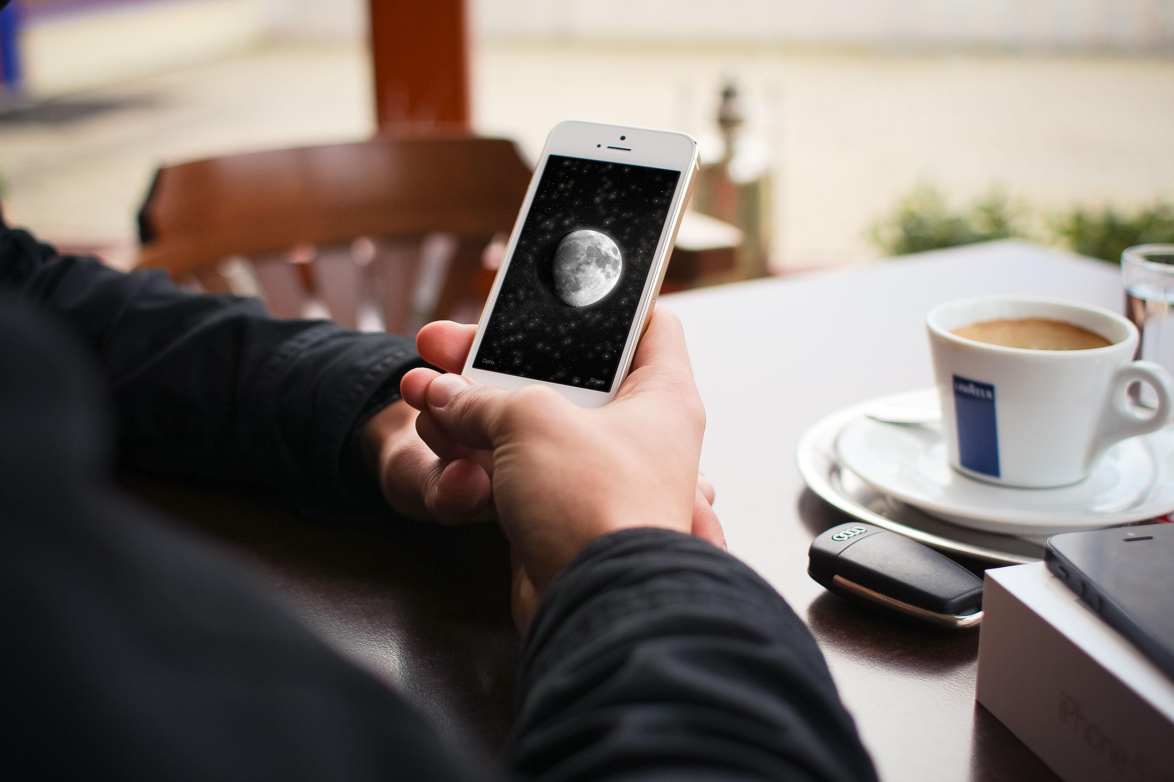 Moon поможет следить за фазами Луны в реальном времени