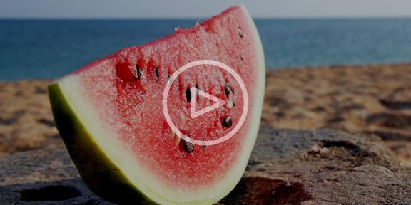 Как выбрать арбуз — видеоинструкция от Лайфхакера