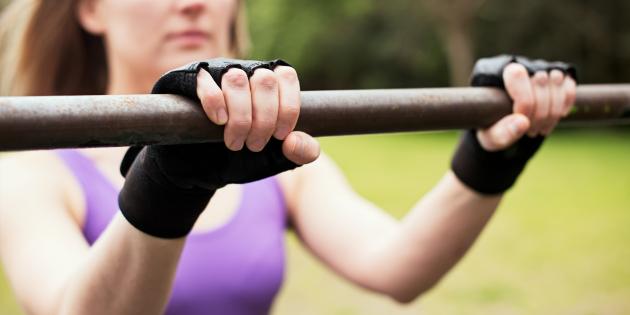 Как научиться подтягиваться на одной руке и для чего это нужно