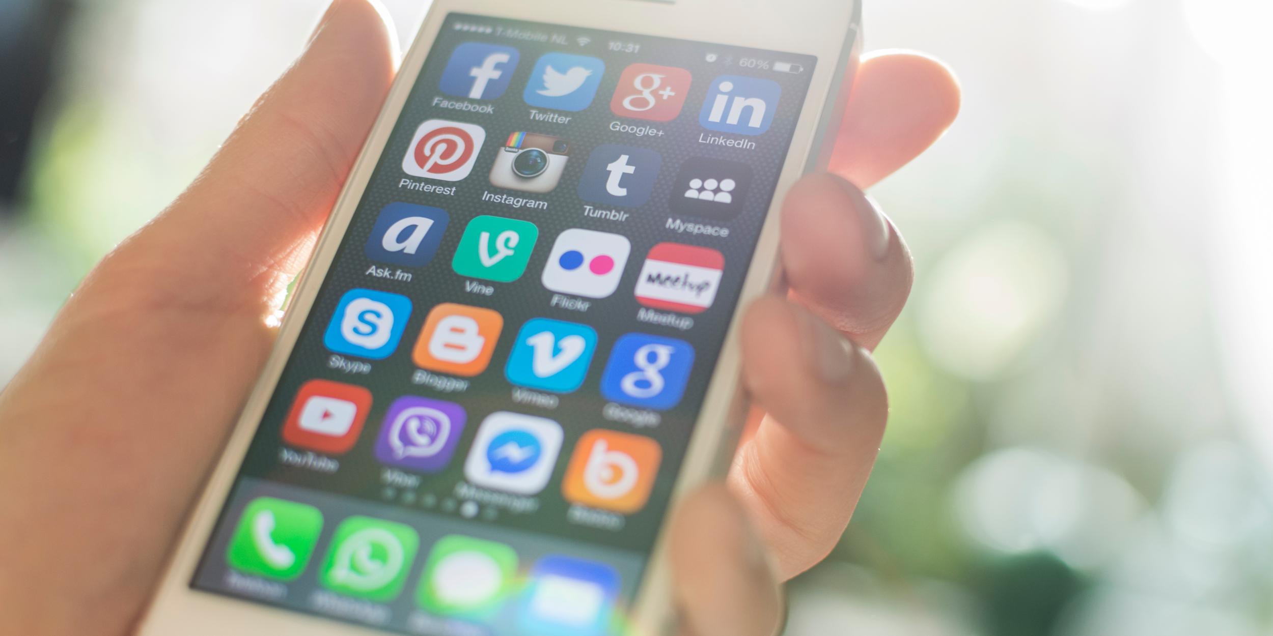 Синий цвет и буква S — самые популярные элементы иконок в App Store