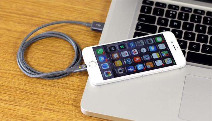 Quickdraw: прочный кабель для мобильных гаджетов с индикатором зарядки