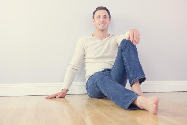 Позы для фото: сидя с опорой на вертикаль