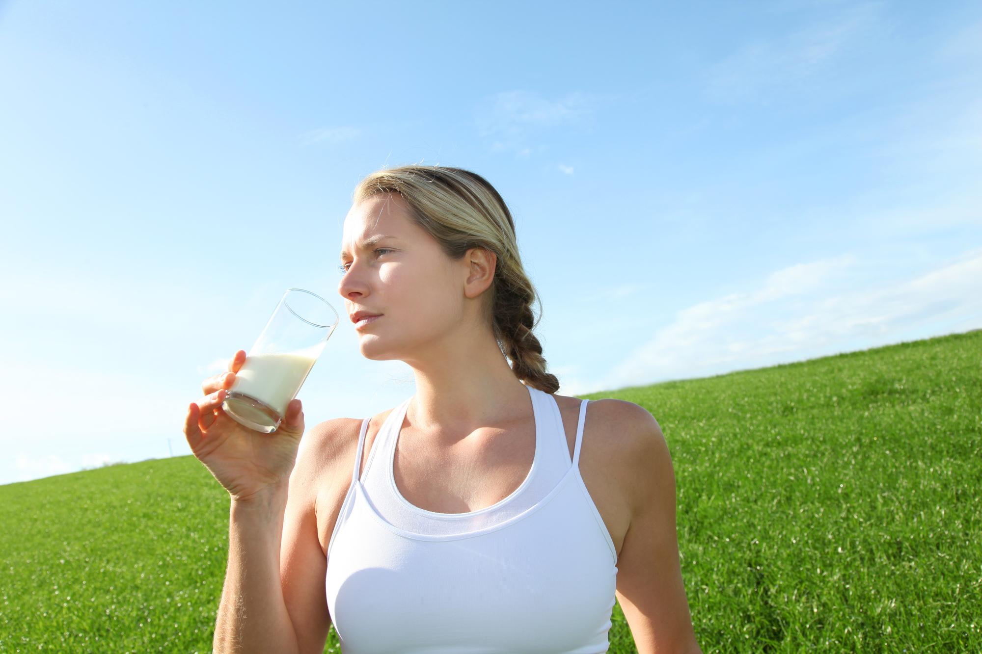 Фото женщины пьющие молоко, порно писсинг от госпожи