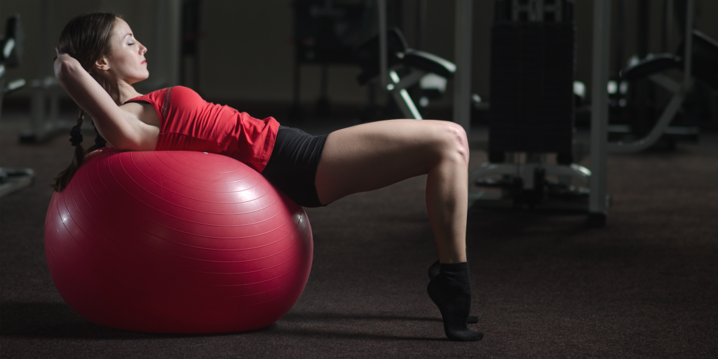 Упражнения на фитболе — комплекс для тренировки с мячом