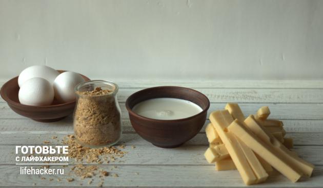 Нарежьте любимый твёрдый сыр брусочками