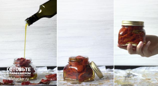 Залейте вяленые помидоры маслом