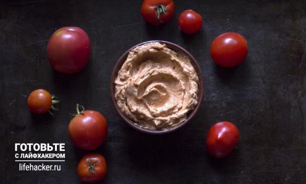 Сливочно-томатная намазка на хлеб: взбейте смесь блендером