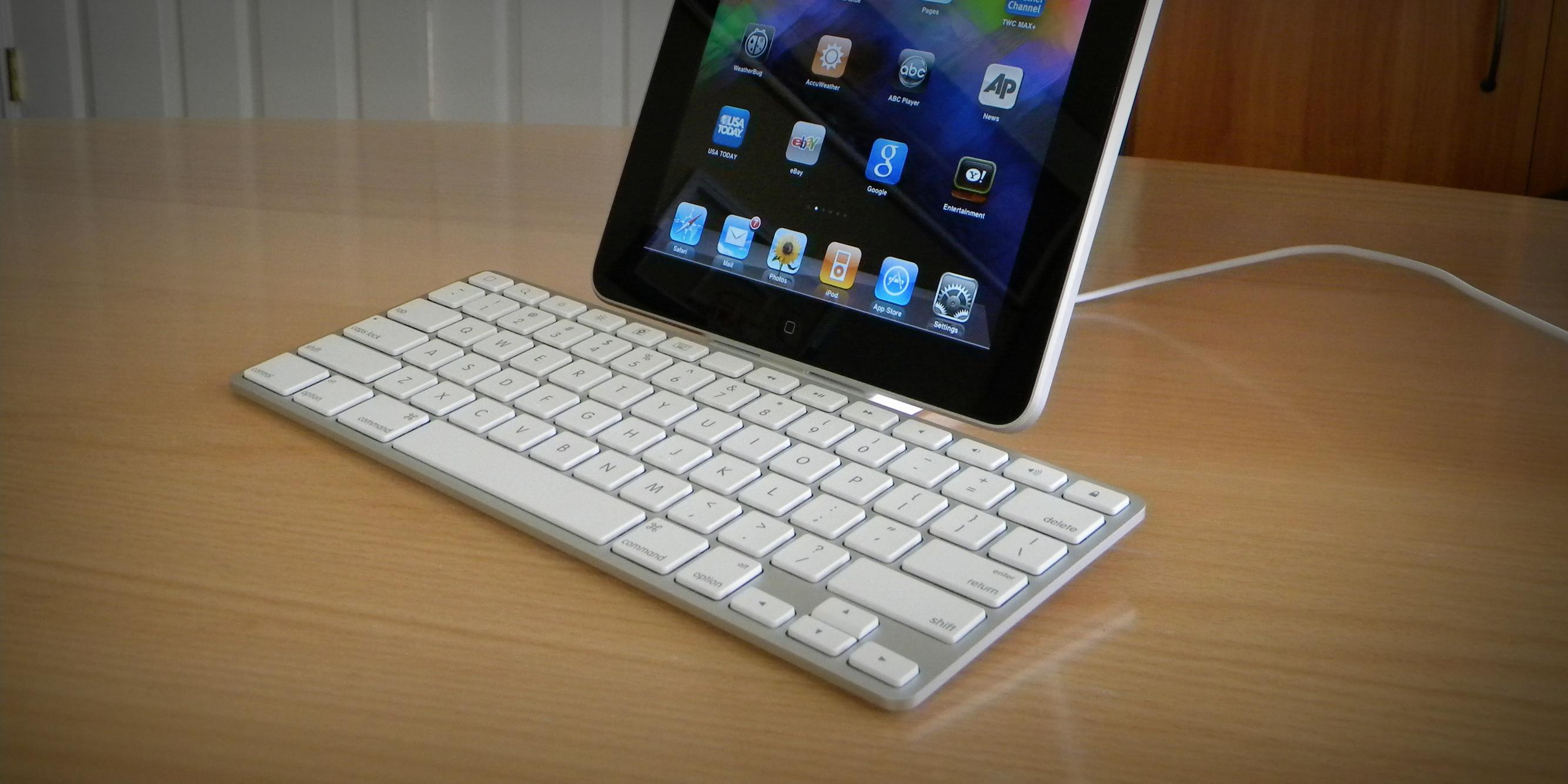 iPad Keyboard Dock — прародитель Smart Keyboard, с которого все начиналось