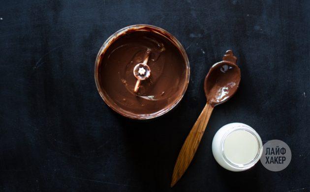 Шоколадная помадка: соедините горячие сливки и шоколад