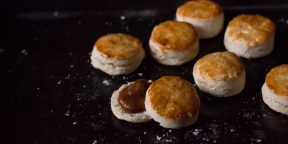 Как приготовить булочки к завтраку из трёх ингредиентов