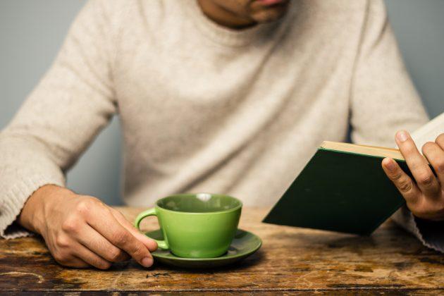 Как побороть зависимость от сахара: отдохните с чаем и книгой