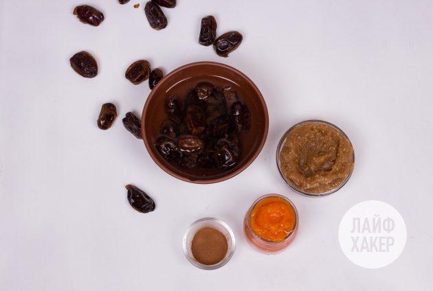 Энергетические конфеты из фиников с тыквой: залейте финики кипятком