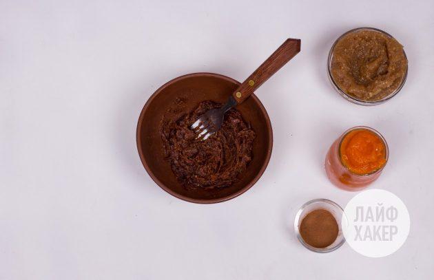 Энергетические конфеты из фиников с тыквой: удалите косточки и взбейте финики в пасту