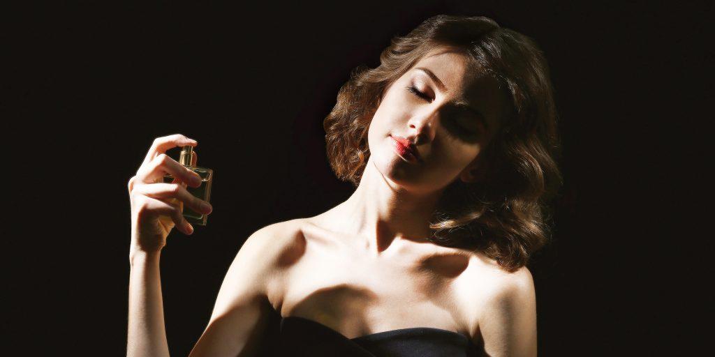 Как и куда правильно наносить духи (парфюм): масляные, твердые и сухие, как пользоваться туалетной водой женщинам