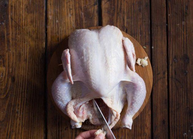 Курица в духовке с лимоном: удалите излишки жира