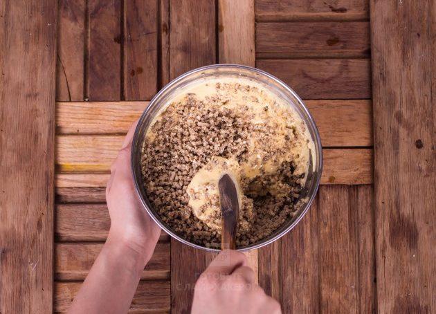 рецепт орехового пирога: осторожно смешайте ингредиенты