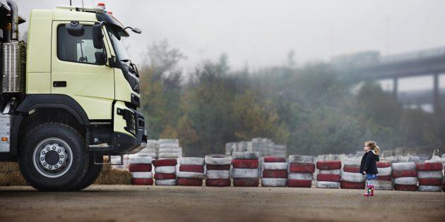 Что будет, если доверить ребёнку 18-тонный Volvo FMX