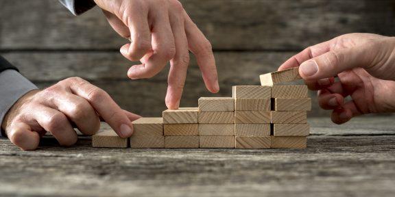 8 советов, которые помогут вам быстро подняться по карьерной лестнице