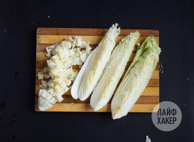 Как приготовить кимчи: порежьте капусту