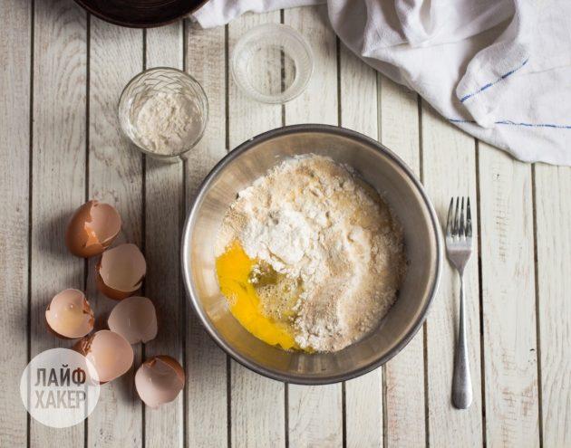 Как приготовить воздушный омлет с сыром и зелёным луком: добавьте сухие ингредиенты