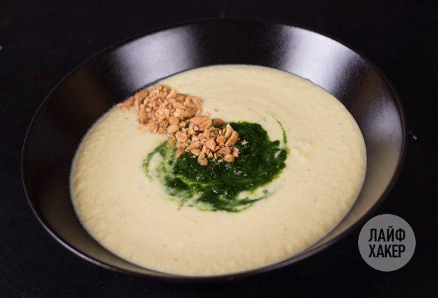 Суп-пюре из цветной капусты: добавьте шпинат и арахис