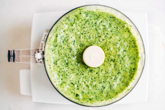 Соус из зелени с чесноком для стейка #8