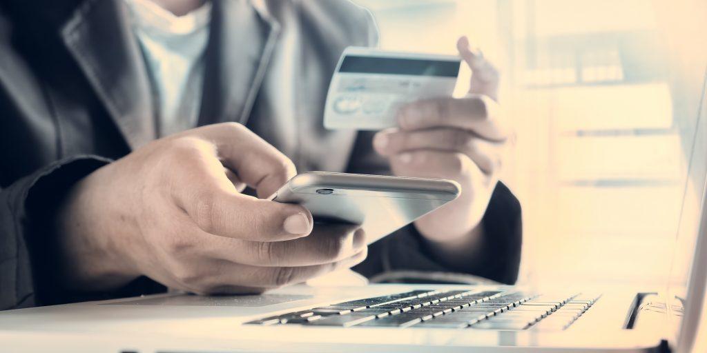 Банк и клиент игры с кредитной картой