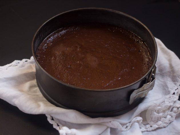 Шоколадный торт-мусс: отправьте торт в разогретую до 220 градусов духовку