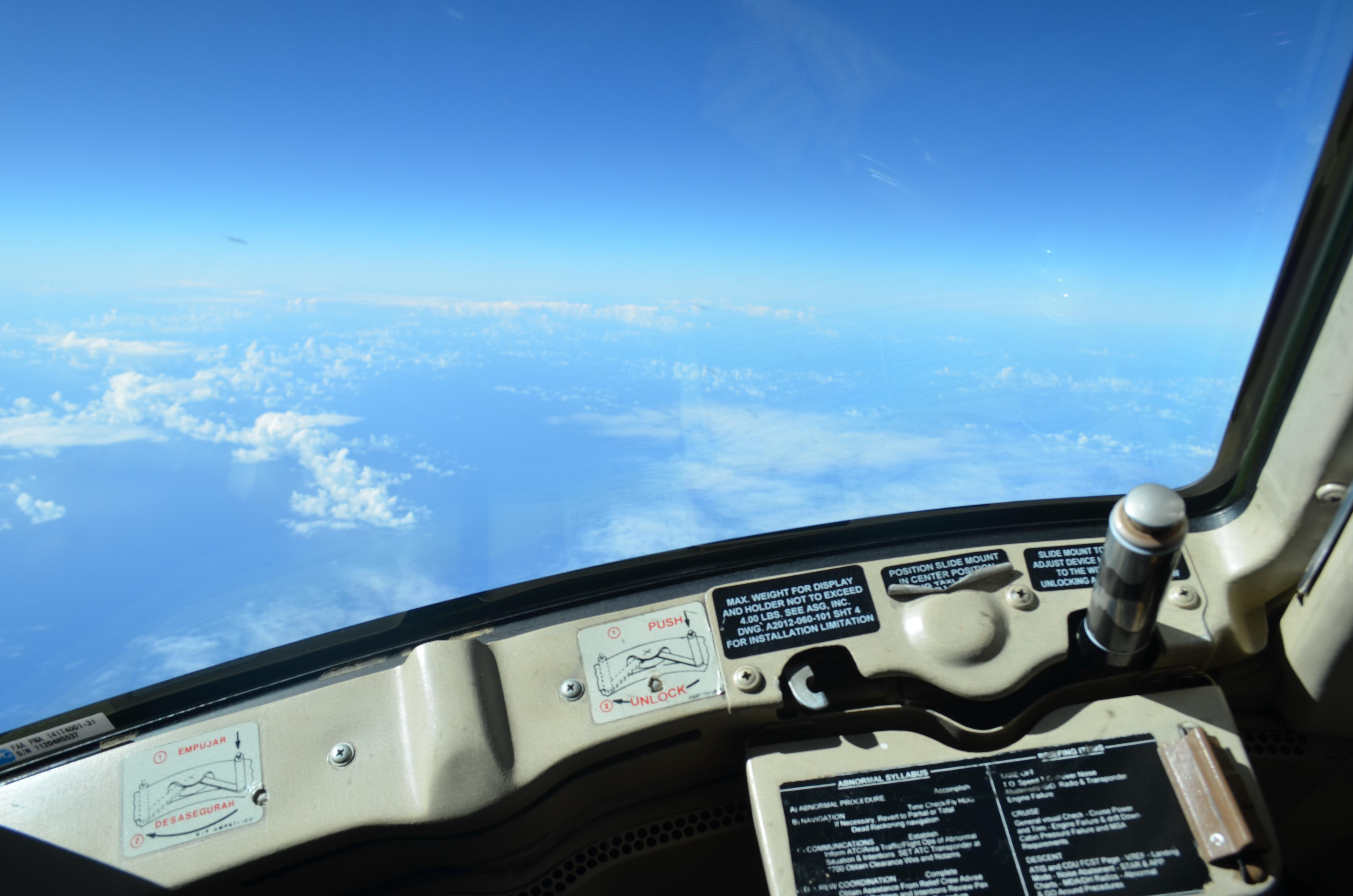 посмотреть секс в кабине пилота