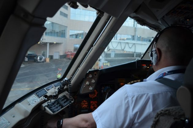Андрей Громоздин, пилот «Боинга», об аплодисментах пассажиров