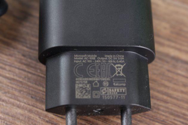 Lumia 950 XL: зарядник