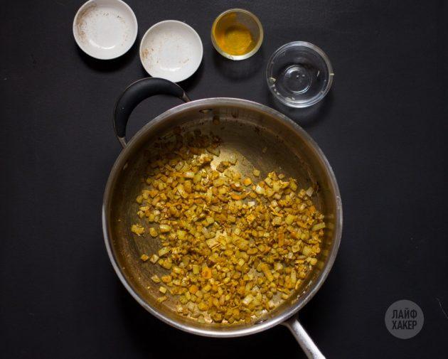 Курица карри с ананасами: дождитесь появления аромата