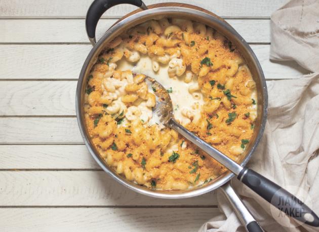 Макароны с сырным соусом в одной посуде: подавайте блюдо сразу