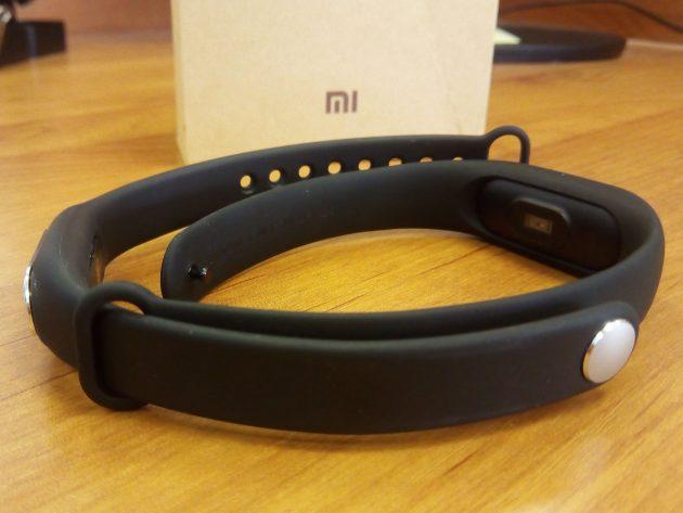 Xiaomi Mi Band 2: изменённый ремешок