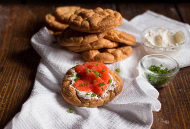 Домашние низкоуглеводные хлебцы: вариант подачи
