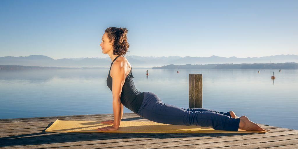 30-минутная интенсивная тренировка по фитнес-йоге для всего тела