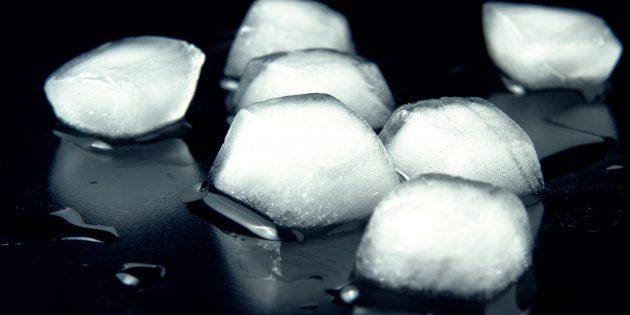 Как быстро превратить воду в кубики льда