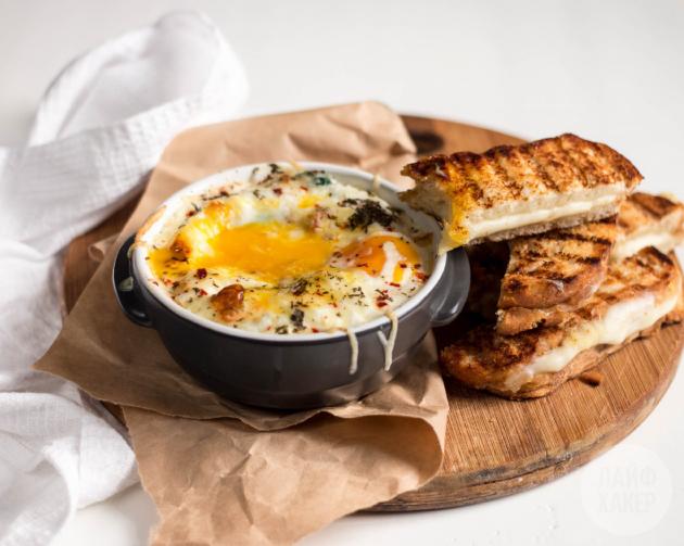 Есть яйца можно вприкуску с тостами или макая их в кремообразную сердцевину