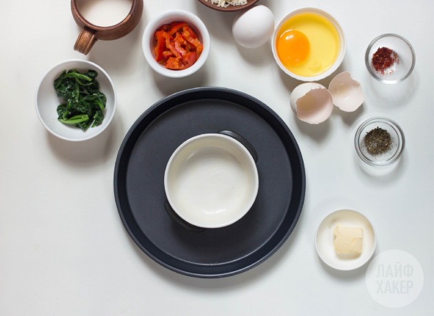 Яичница с тостами: подготовьте форму для запекания