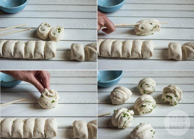 Как приготовить китайские паровые булочки: положите булочки набок и прижмите в центре деревянной палочкой