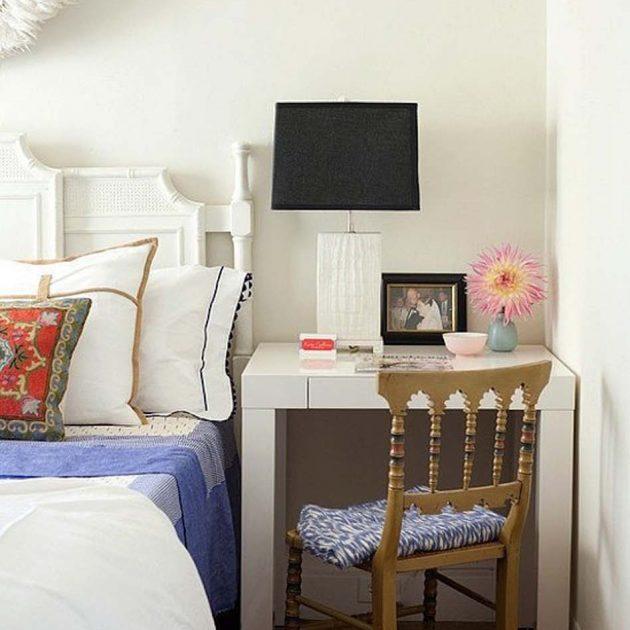 Дизайн маленькой квартиры: стол у кровати