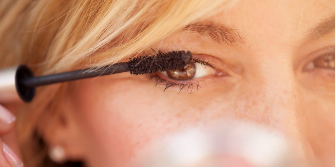 4a601c1063fd 8 ошибок в уходе за кожей вокруг глаз - Лайфхакер