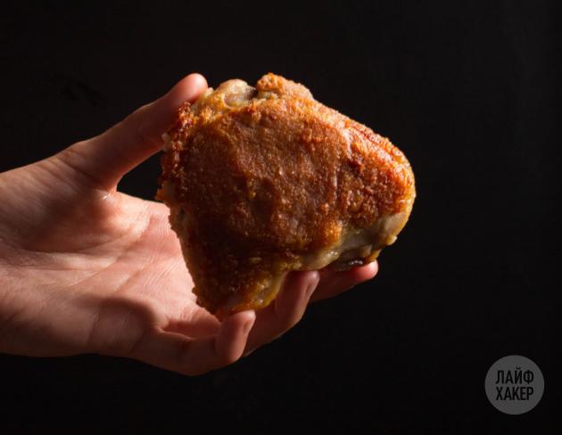 Курица с хрустящей корочкой в духовке: доведите мясо до готовности