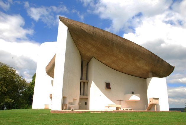 архитектура Европы: Le Corbusier's Chapelle La Notre Dame du Haut