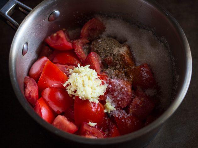 томатный джем: сотейник
