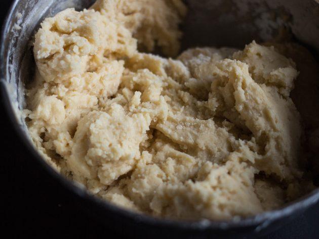 чайное печенье: соединяем сухую смесь с масляной