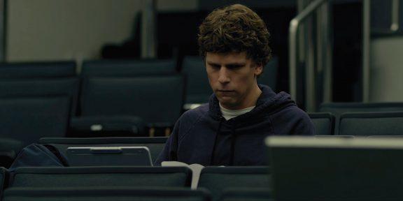 Что посмотреть: фильм о соцсети, комедия о конфликте поколений и философский триллер с Умой Турман