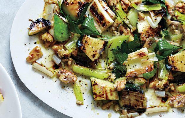летние салаты: гриль-салат из цукини и грецких орехов