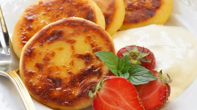 здоровый завтрак: сырники с абрикосами в духовке