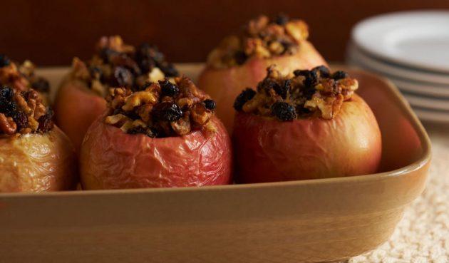 здоровый завтрак: печёное яблоко с корицей